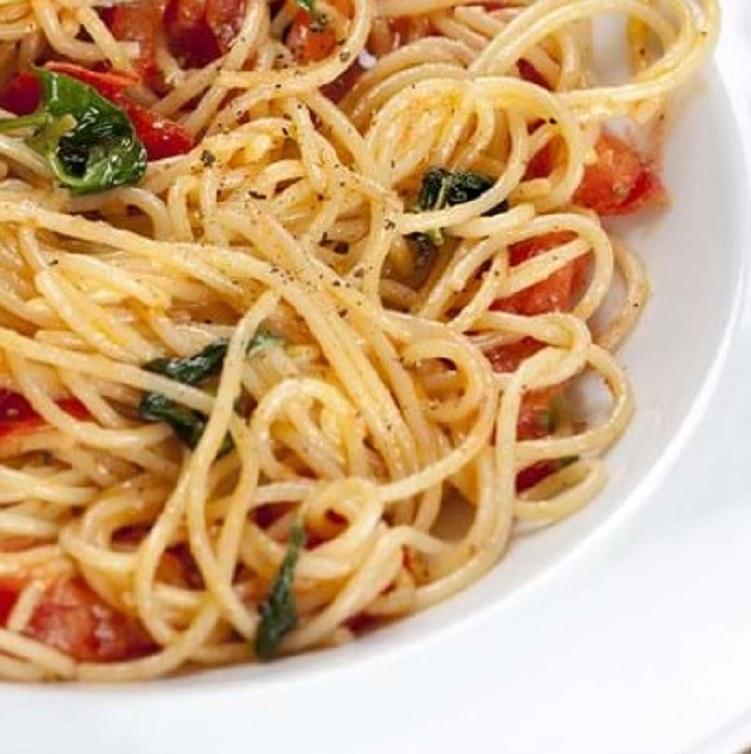 Linguini med bagte tomager og spinat